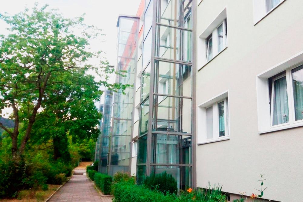 А вот так аккуратно немцы пристраивают к старым пятиэтажкам лифты