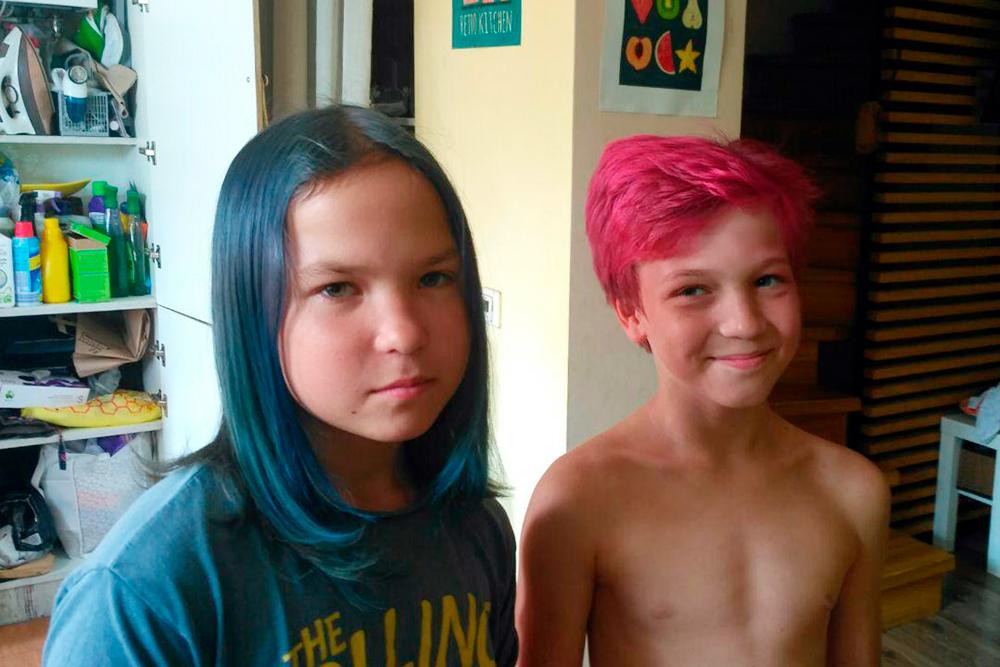 При семейном обучении можно красить волосы как хочешь. Сын мечтает о дредах