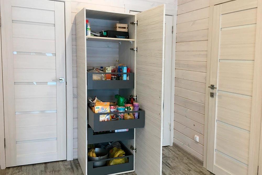 Чудо-шкаф вмещает трехмесячный запас продуктов