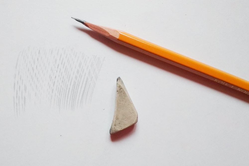«Рисунок» ластиком, где имитирую бесцветный штрих