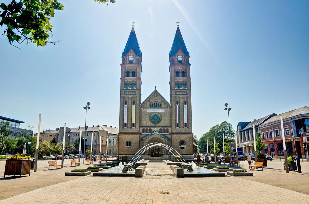 Католический собор в центре Ньиредьхазы. Сюда часто приезжают туристы из Польши, Сербии, Украины и Румынии