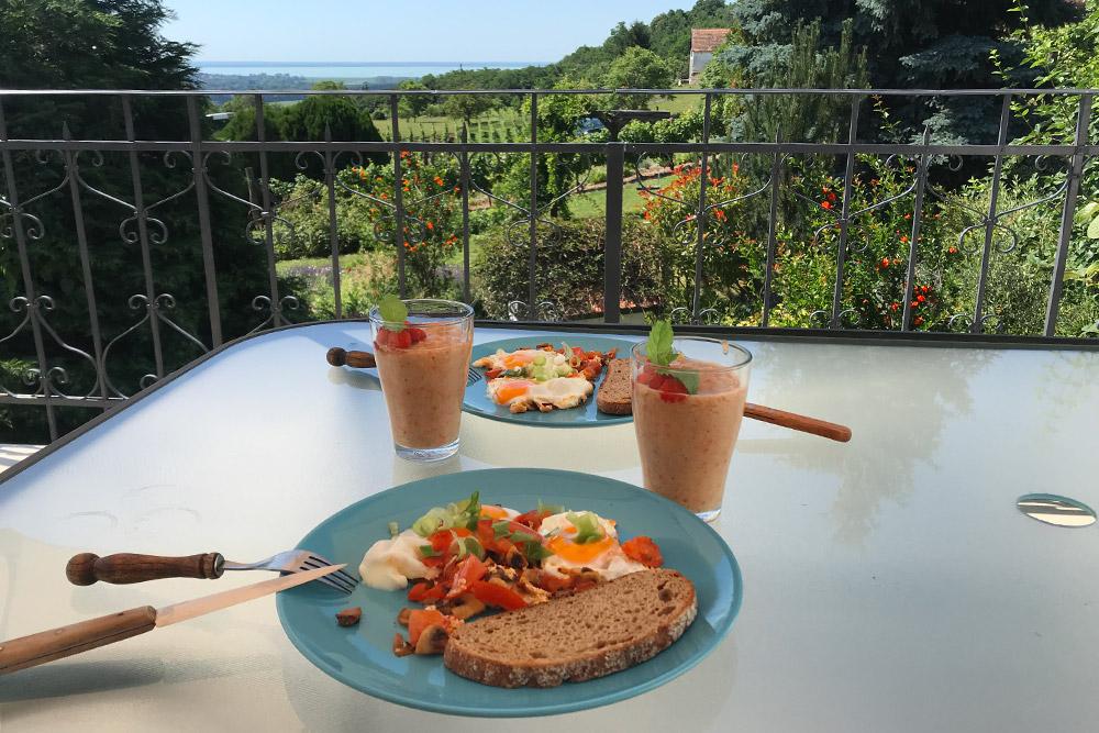 Классический венгерский завтрак «наскорую руку»