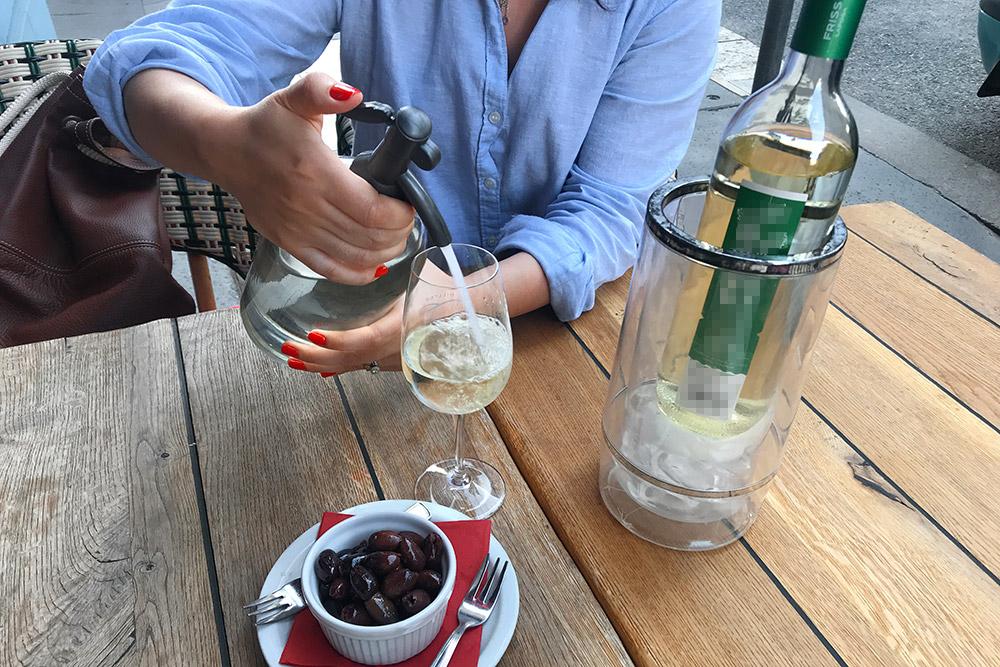 Фрёч очень коварный напиток: из-за того, что нечувствуешь алкоголь, фрёча можно выпить много — инезаметишь, как быстро опьянеешь