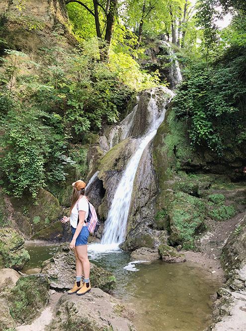 Многие незнают, чтоуэтого водопада есть вторая часть. Она находится совсем недалеко, нужно лишь пройти немного вниз по парку