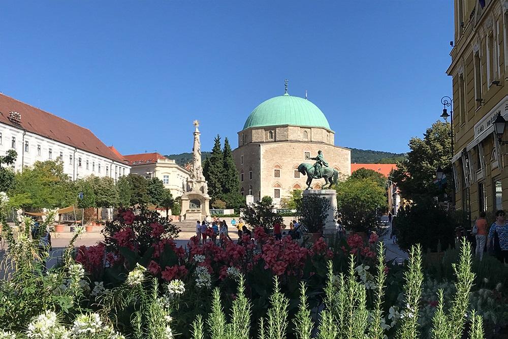 Турецкая мечеть Паши Гази Кассима, построенная в16веке, сегодня является христианским храмом