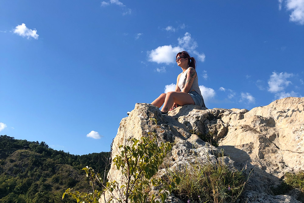 В Пече есть большая природная зона врайоне Теттье сботаническим садом, парком, холмами инебольшими скалами, покоторым можно беспрепятственно лазить