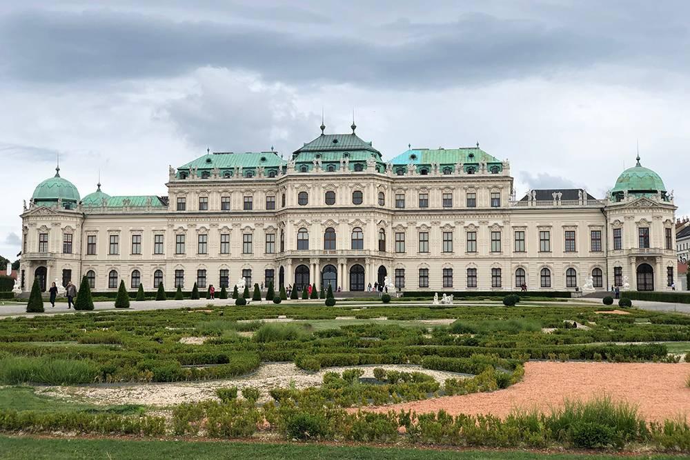 Вена — красивый город. Когда я приехала сюда как турист, думала, что здесь только симпатичные улицы и роскошные дворцы. Но реальность оказалась другой