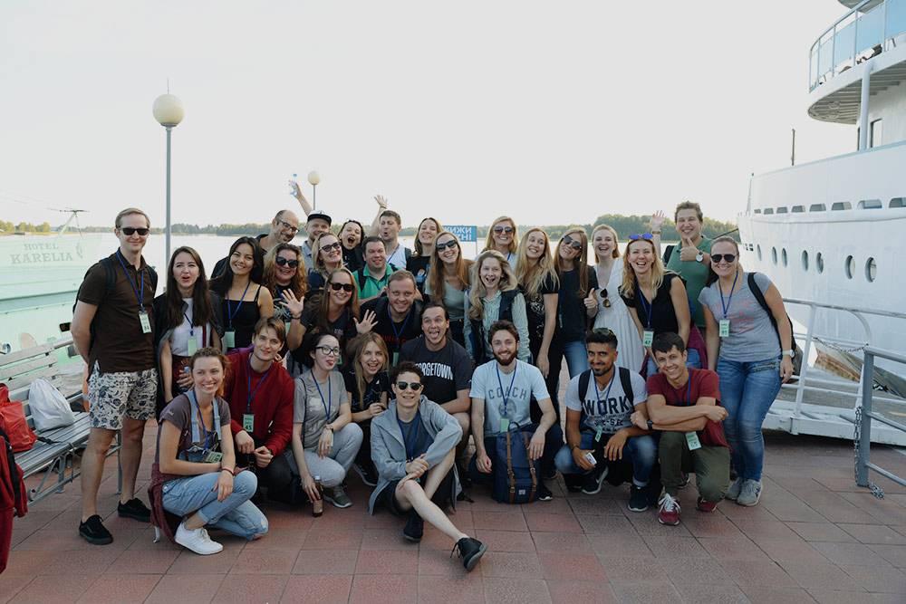 Мы с другими выпускниками на острове Кижи в августе 2019года