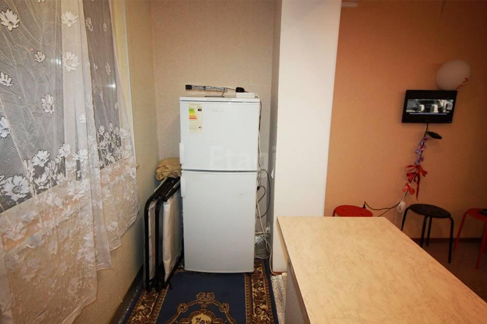 Так моя лоджия выглядит в реальности. С одной стороны помещается холодильник