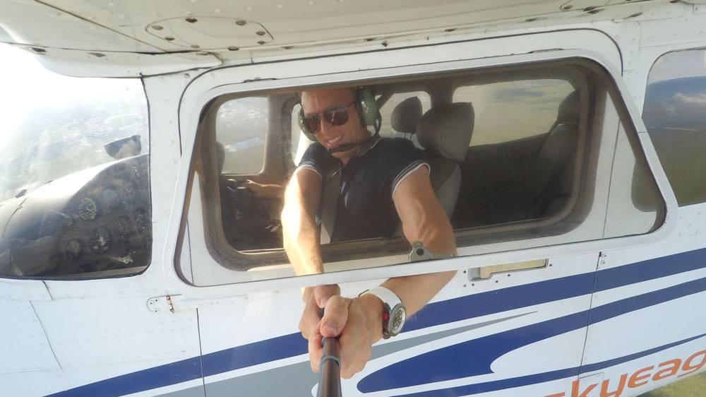 Учебный полет над болотами Эверглейдс. Для такого снимка нужно ОЧЕНЬ КРЕПКО держать селфи-палку из-за сильного сопротивления воздуха на скорости 200 км/ч