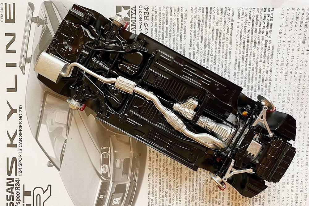 Модели практически полностью копируют реальные автомобили. В них есть двигатель, коробка передач, подвеска, стабилизатор поперечной устойчивости и выхлопная система. В процессе сборки я стала лучше понимать, как устроен автомобиль