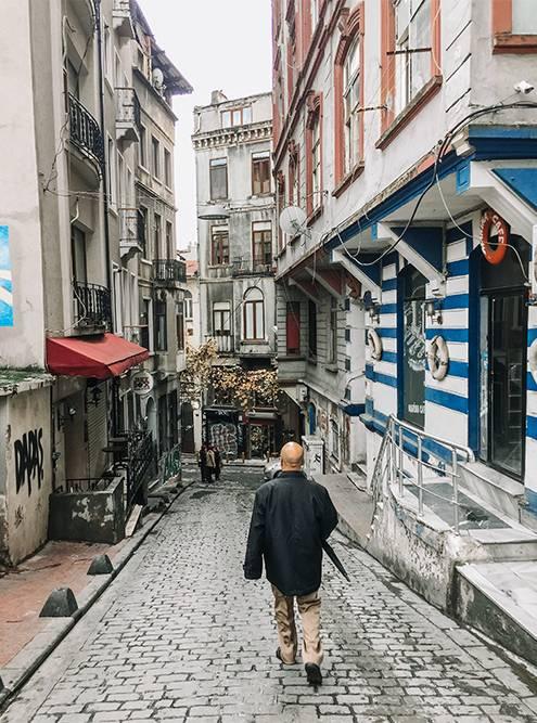 Если свернуть с улицы Истикляль в любой переулок, можно наткнуться на неожиданный фотоспот