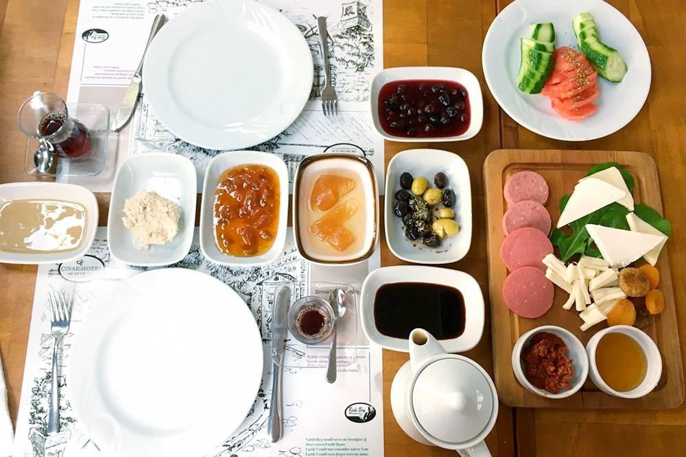 В Cinar Hotel вКаше кроме еды нафото можно было заказать омлет или скрэмбл бездоплаты