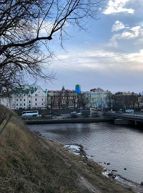 И вид на город со стен замка