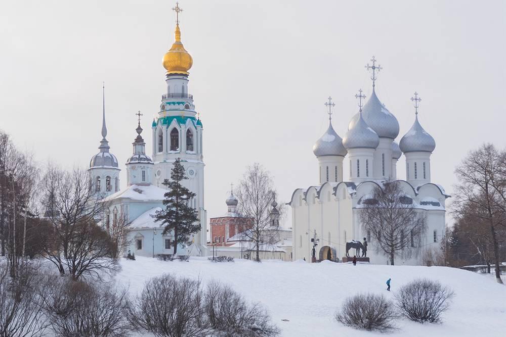 От церкви открывается отличный вид на Вологодский кремль