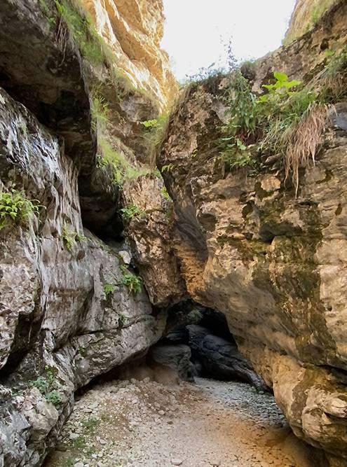 Проход кСалтинскому водопаду