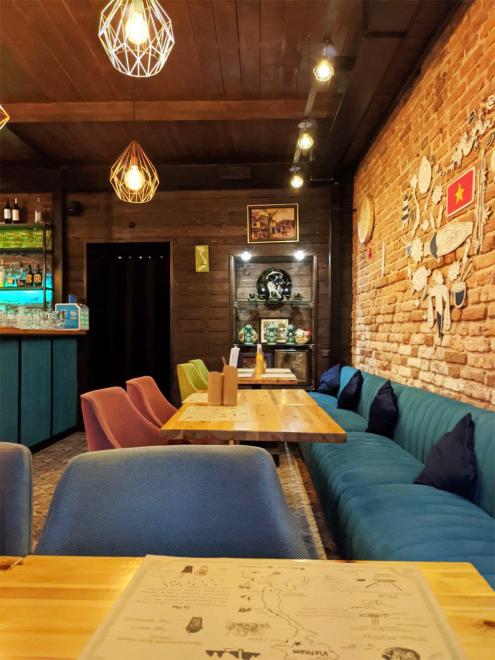Скромно посидели вдвоем в ресторане вьетнамской кухни, отметили 14-й год совместной жизни в браке