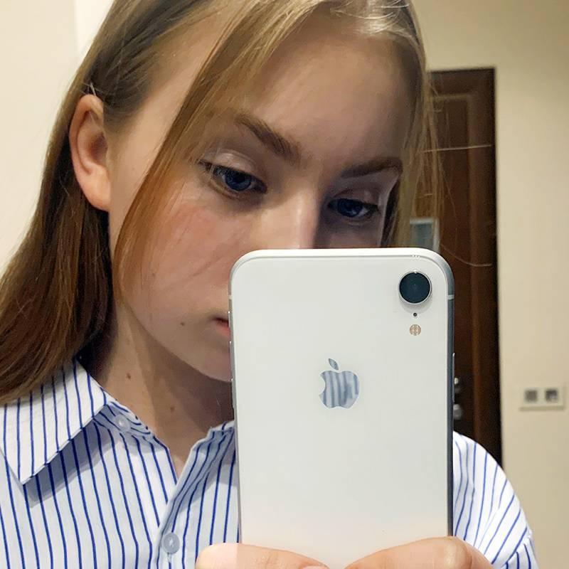 На этот Айфон моя дочь зарабатывала 2,5 месяца