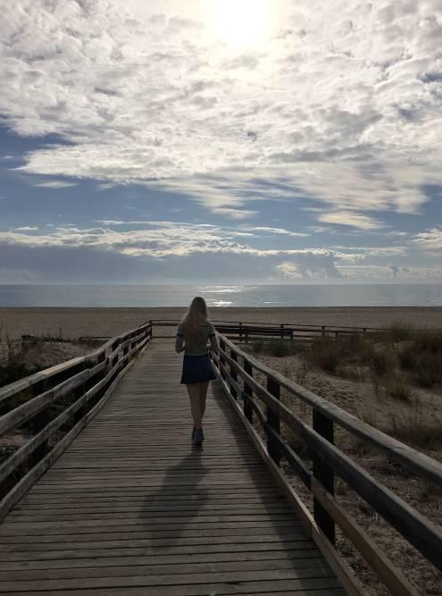 Подход к Мейя-Прайя в отличие от других пляжей пологий и не имеет ступеней. Удобно длясемей с маленькими детьми и инвалидов