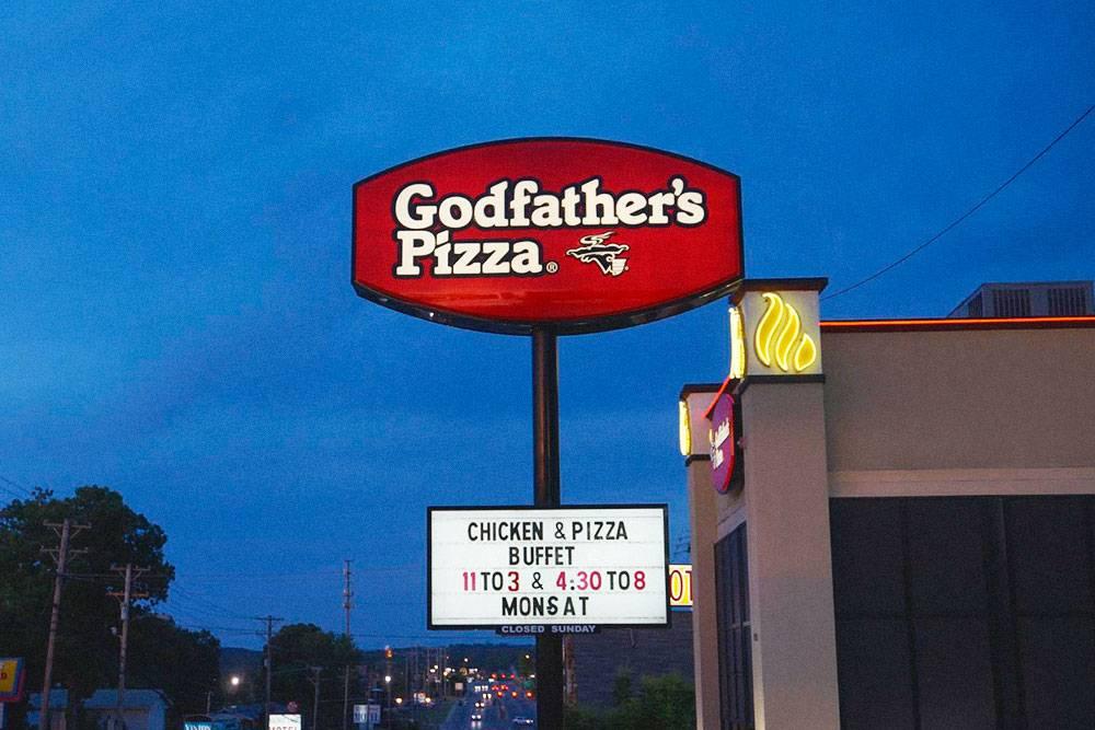 В этой американской пиццерии мы поработали три месяца