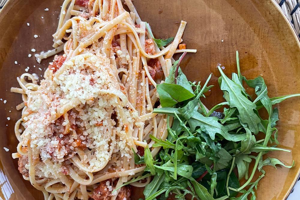 Острая томатная паста с пармезаном и тунцом