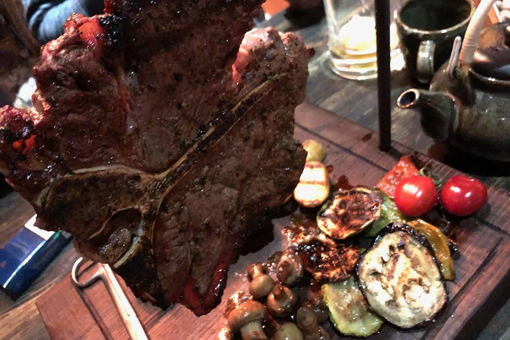 Такподают мясо в «Стим-баре»