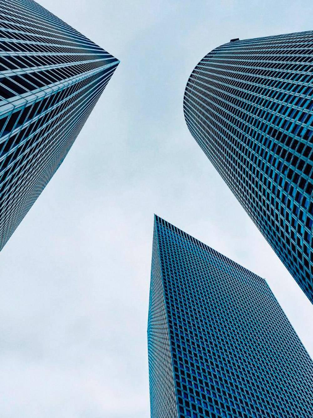 Круглая башня самая высокая — 187метров. Там и находится смотровая площадка
