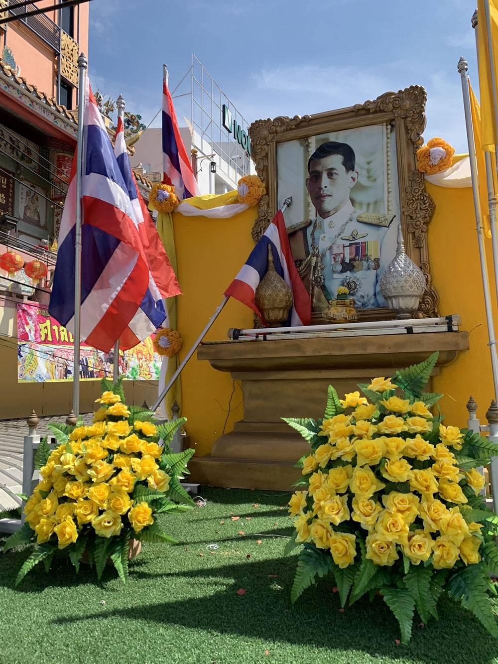 На улицах города можно увидеть очень много фотографий короля Таиланда — его зовут Маха Вачиралонгкорн