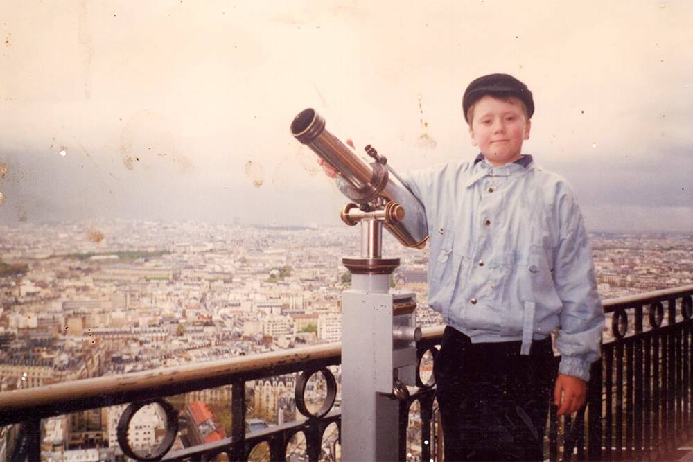 Наш автор Сережа впервые побывал в Европе, когда ему было 12 лет. Там его поразили автоматические двери в супермаркетах