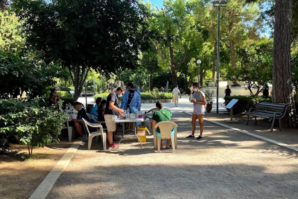 В Ретимно тесты Красного Креста делают в городском парке