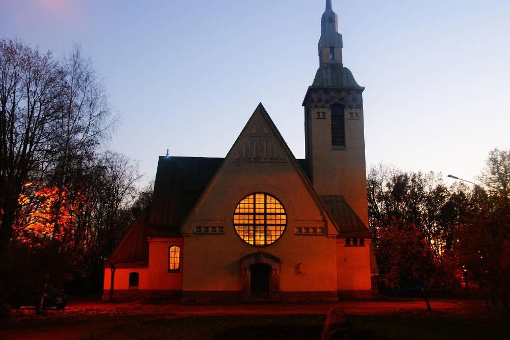 Кирха открыта по субботам с 12:00 до 20:00, а по воскресеньям — с 09:00 до 18:00. По будням, кроме среды, в нее можно попасть с 12:00 до 16:00