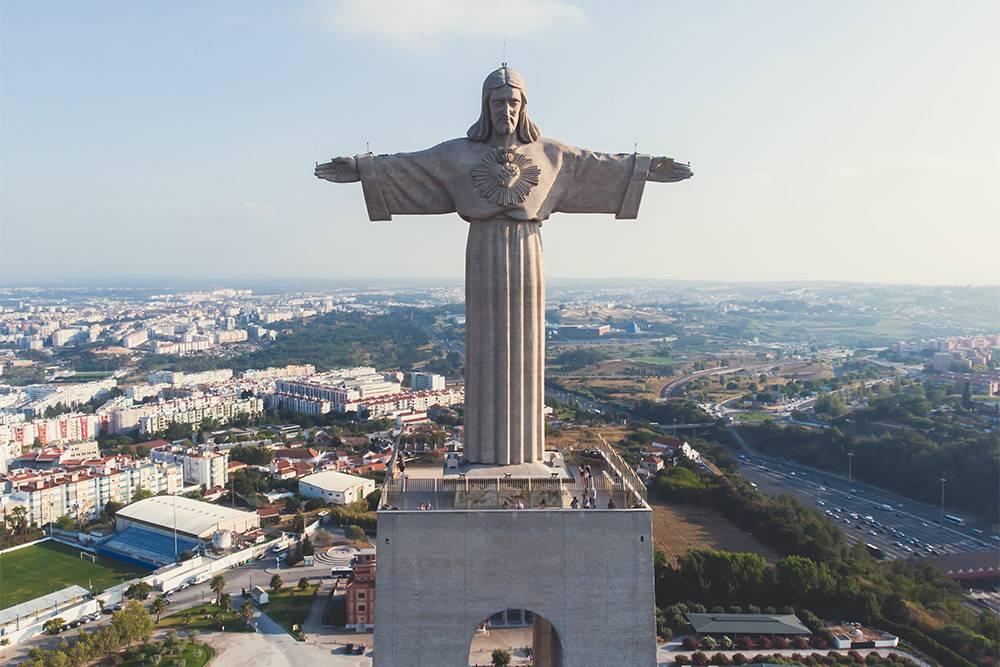 Мы не успели съездить к статуе, но в отзывах пишут, что обзорная площадка там отличная
