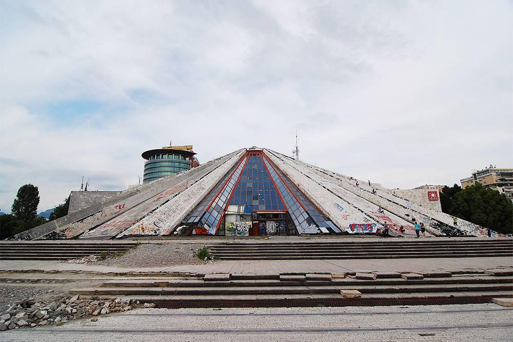 До реконструкции по пирамиде можно было забраться на самый верх. Источник:commons.wikimedia.org