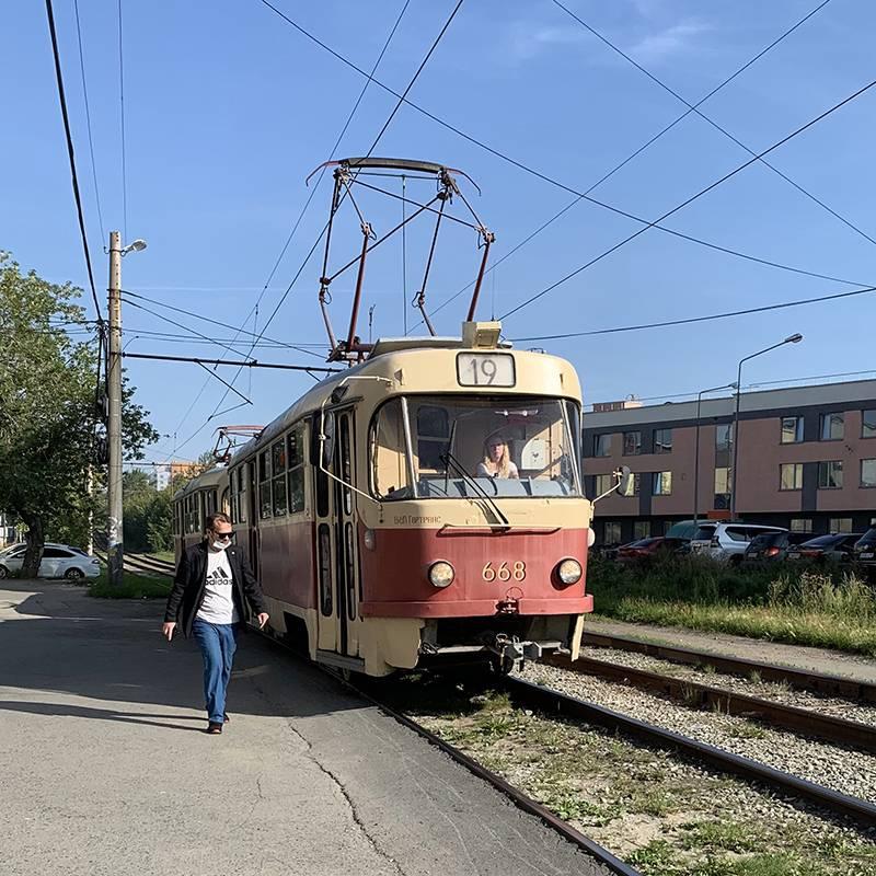 Многие трамваи в Екатеринбурге выглядят так