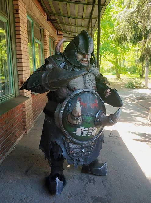 Пример крупного костюма монстра — огр Манитер или Браузер. Обхват костюма по животу — более 2,5 м