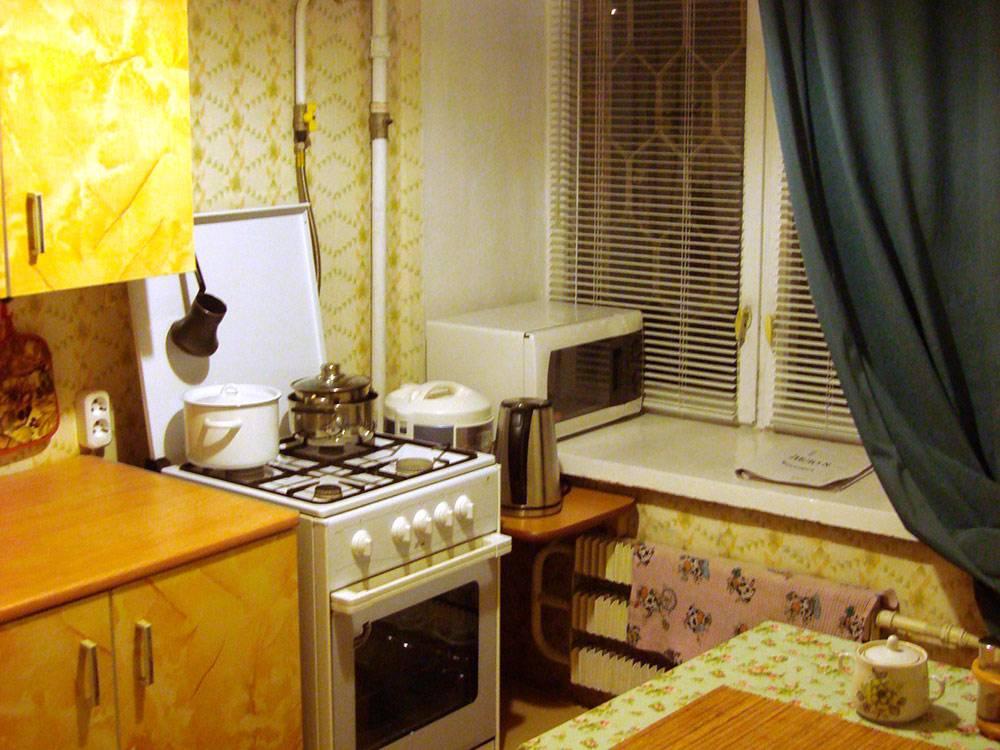 Кухня в квартире Егора: мебель и духовка достались от хозяев, бытовая техника и посуда — свои