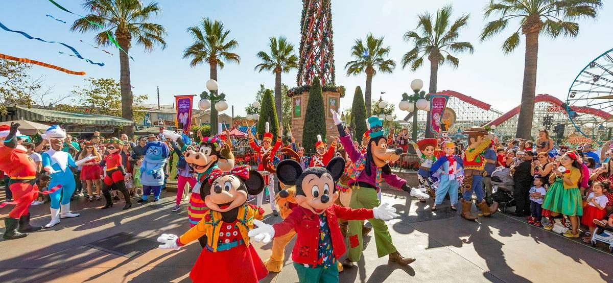 Пачка инвестновостей: Disney удвоила прибыль, Apple душит Facebook