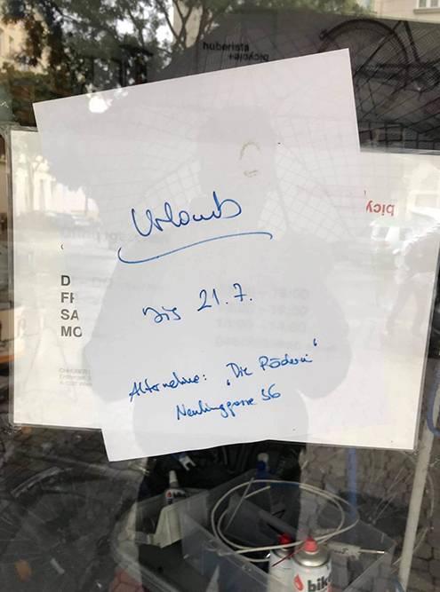Объявление на двери мастерской по ремонту велосипедов: «Отпуск до 21.07». Владелец заботливо указал адрес, где тоже можно отремонтировать велосипед