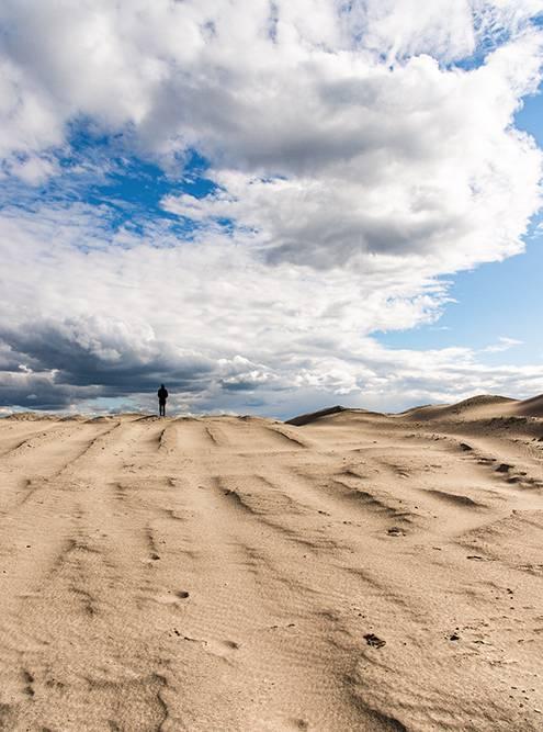 В Челябинской области есть карьеры, которые напоминают пустыню. Спускаешься — а со всех сторон песок