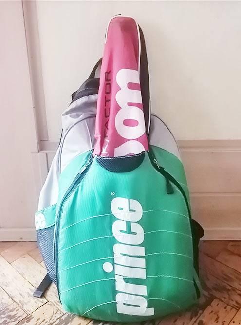 В моем теннисном рюкзаке есть специальный отсек дляракетки