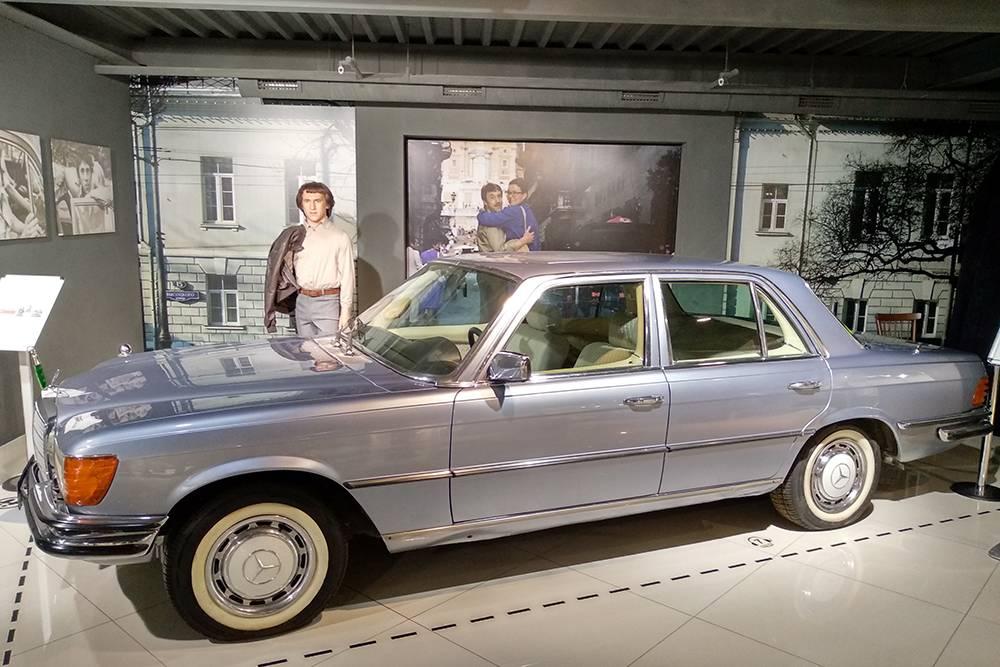 Личный автомобиль Владимира Высоцкого Мерседес Бенц W116. В фильме «Высоцкий. Спасибо, что живой» снимали копию, а тут — оригинал