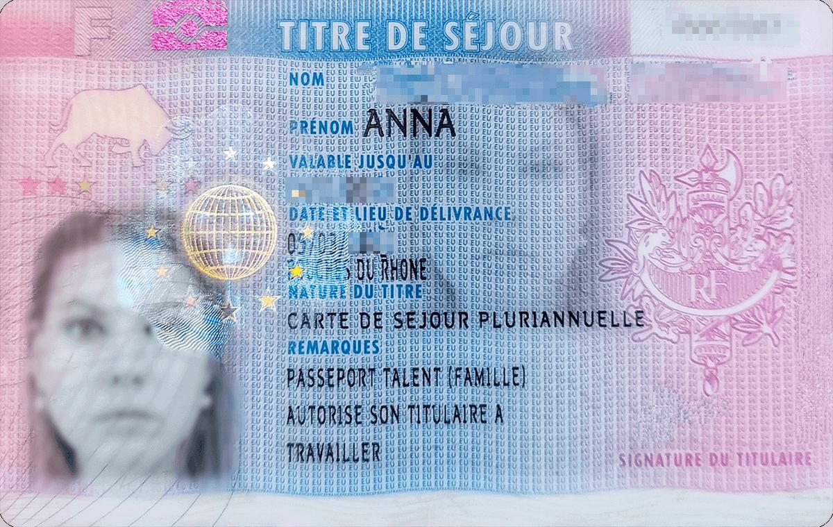 Моя голубая карта. Сейчас она мое главное удостоверение личности. Паспорт я практически не использую, разве что припоездках на самолете