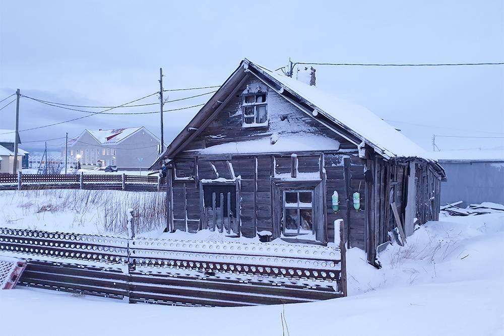 Деревянный дом в старой части Териберки