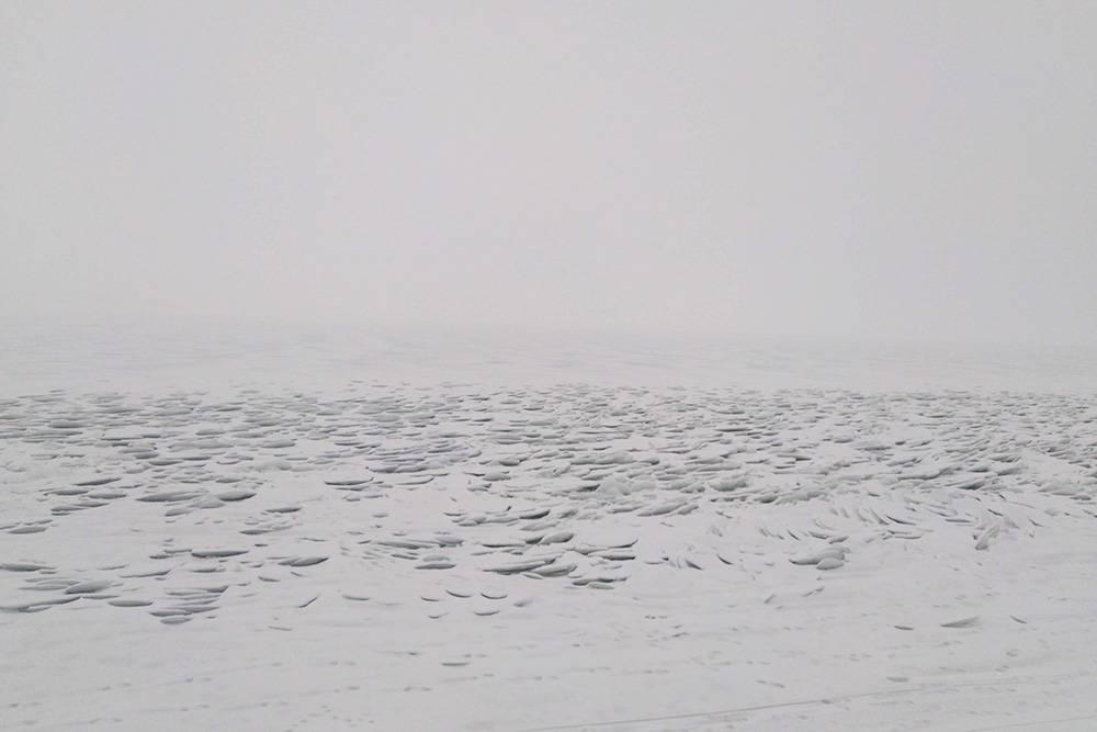 Так Волга выглядит зимой. В этом году она очень интересно замерзла — чешуей