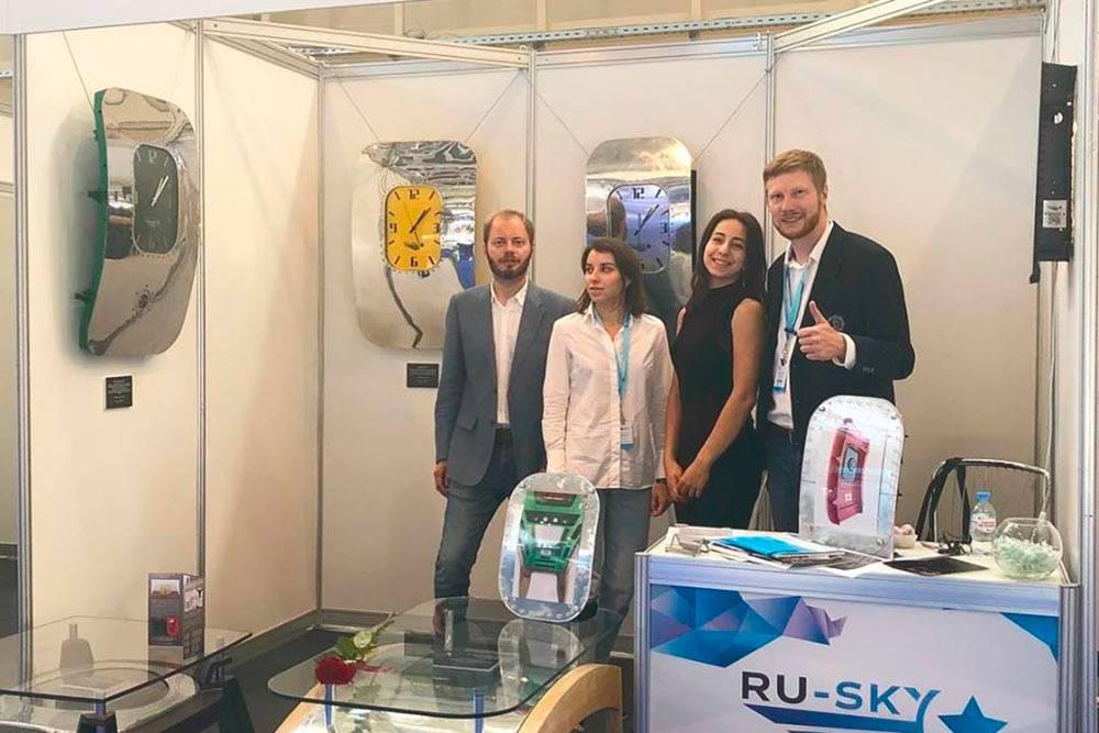Команда Ru-Sky навыставке Russian Business Aviation Exhibition. Руслан крайний слева