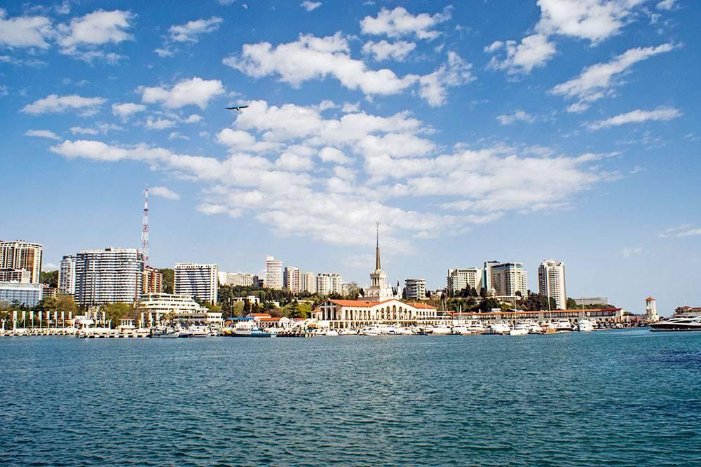 Вид на центр Сочи с моря