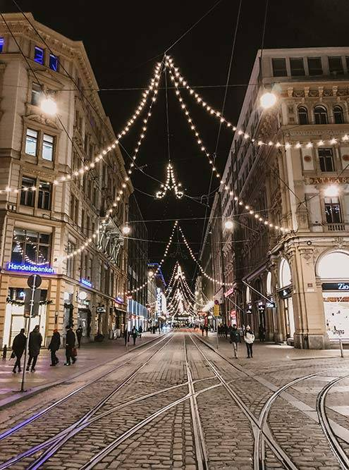 Центральная улица Хельсинки — Алексантеринкату — врождественское время