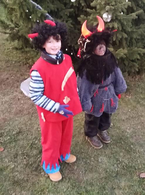 Детский праздник в честь святого Николая, начало декабря, снега нет и не будет