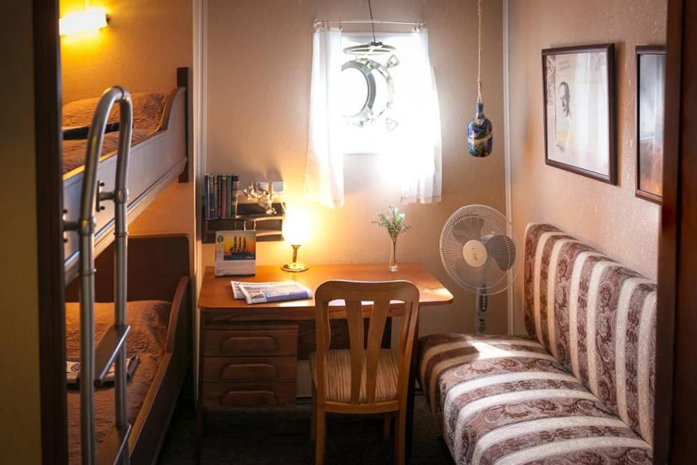 На «Букинге» пишут, что из этой двухместной каюты открывается красивый вид. Источник:booking.com