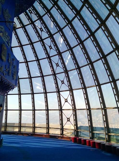 Так выглядит верхний этаж башни — стеклянный купол
